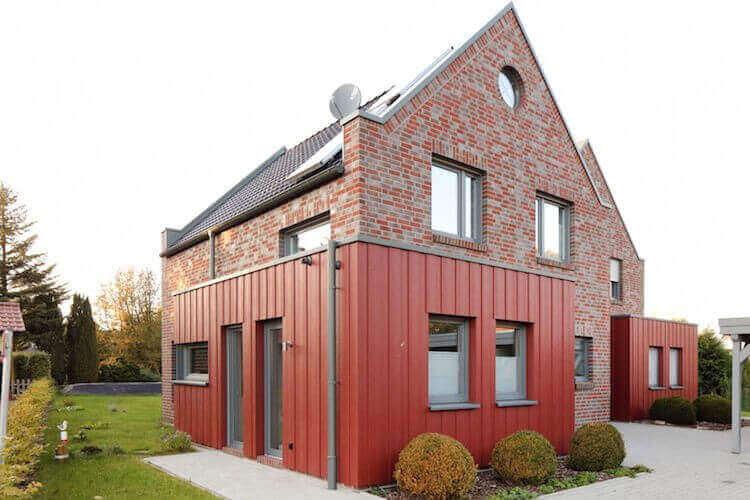 Fassadenverkleidungen in rot