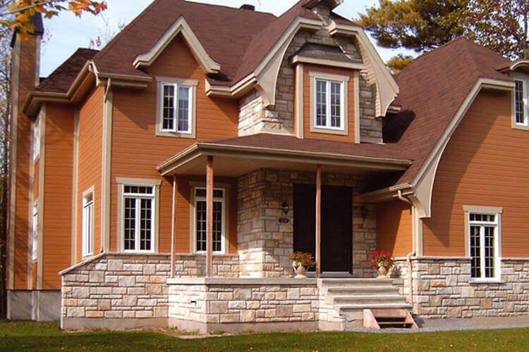 Fassadenverkleidungen in orange
