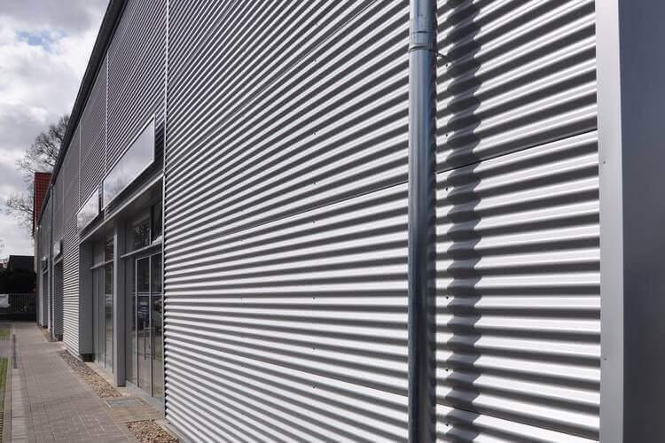 Fassadenverkleidung silber