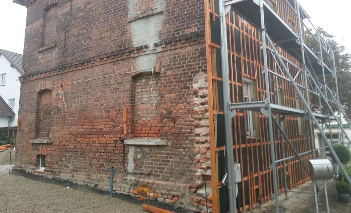 Altbausanierung mit Dämmplatten und Fassadenelementen