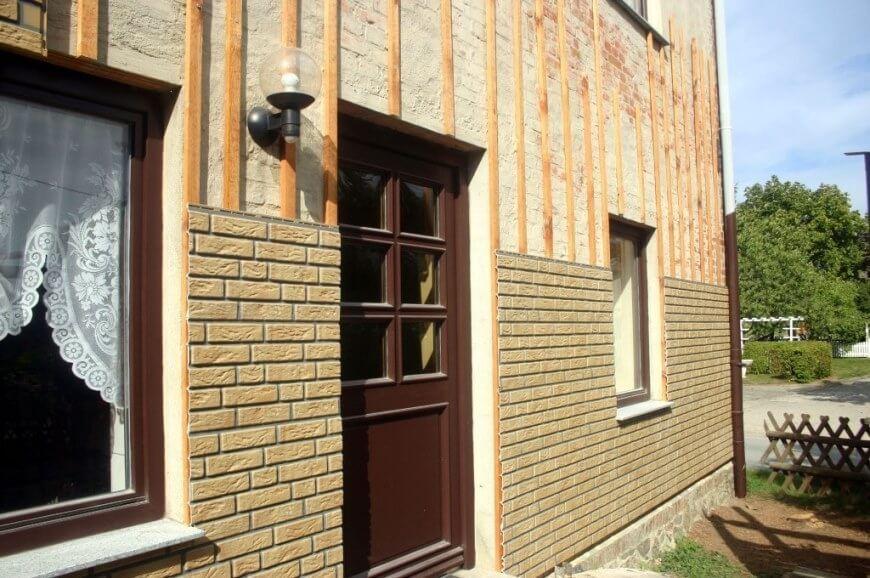 Hausfassade - Anschlus Tür
