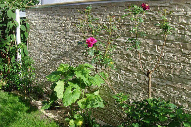 Mauer mit SilidStone Bruchsteinfassade dauerhaft bekleiden