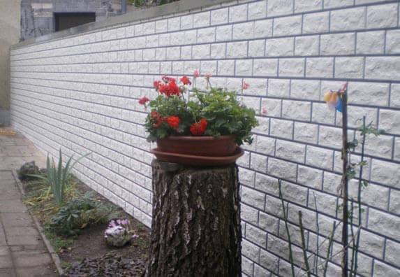Mauer mit Zierer Bruchstein verkleiden